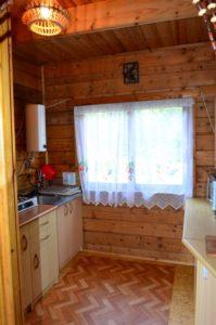 kuchnia (kuchenka gazowa, mikrofala, lodówka, ekspres przelewowy do kawy, sztućce, garnki, talerze, szklanki itp) www.solinadomek.pl solina domek wynajem