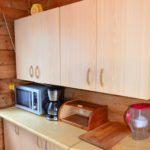 kuchnia (kuchenka gazowa, mikrofala, lodówka, ekspres przelewowy do kawy, sztućce, garnki, talerze, szklanki itp) (4) www.solinadomek.pl solina domek wynajem