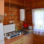 kuchnia (kuchenka gazowa, mikrofala, lodówka, ekspres przelewowy do kawy, sztućce, garnki, talerze, szklanki itp) (4) www.solinadomek.pl soli domek wynajem