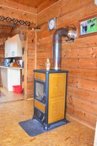 kominek salon możliwością spania dwóch (wersalka) lub trzech (fotel) osób www.solinadomek solina domek wynajem