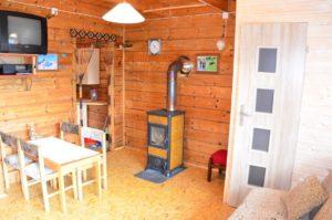 salon możliwością spania dwóch (wersalka) lub trzech (fotel) osób www.solinadomek solina domek wynajem